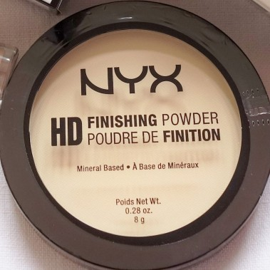 NYX HD Finishing Powder in Banana